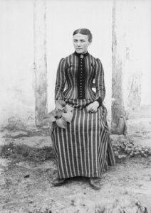 Félix ARNAUDIN, Jeune femme fin XIX siècle d'après négatif au gélatino-bromure sur verre, Collection Musée d'Aquitaine, Inv.66.27.2557